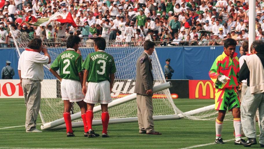 Счупена врата на мача с Мексико